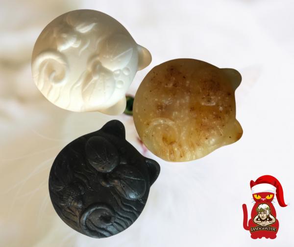Seife in Form von Katzen Aktivkohle Seife oder Lemongrasöl- Handgeschöpft, schwarz und weiß