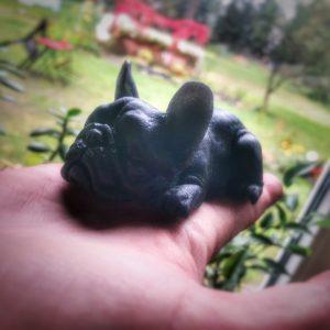 Seife in Form einer Französischen Bulldogge - mit Bergsalz und Aktivkohle